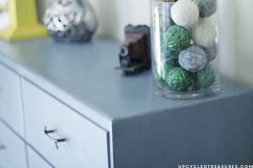 Blue Dresser Makeover with Rustic Hardware! Take a look at how I transformed an old pink dresser using blue paint and rustic hardware. UpcycledTreasures.com