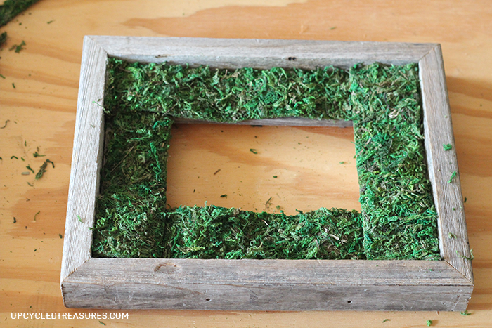 Check out how to Create a DIY Moss Frame! Perfect to display in your home, give as a gift, or use as wedding decor! MountainModernLife.com
