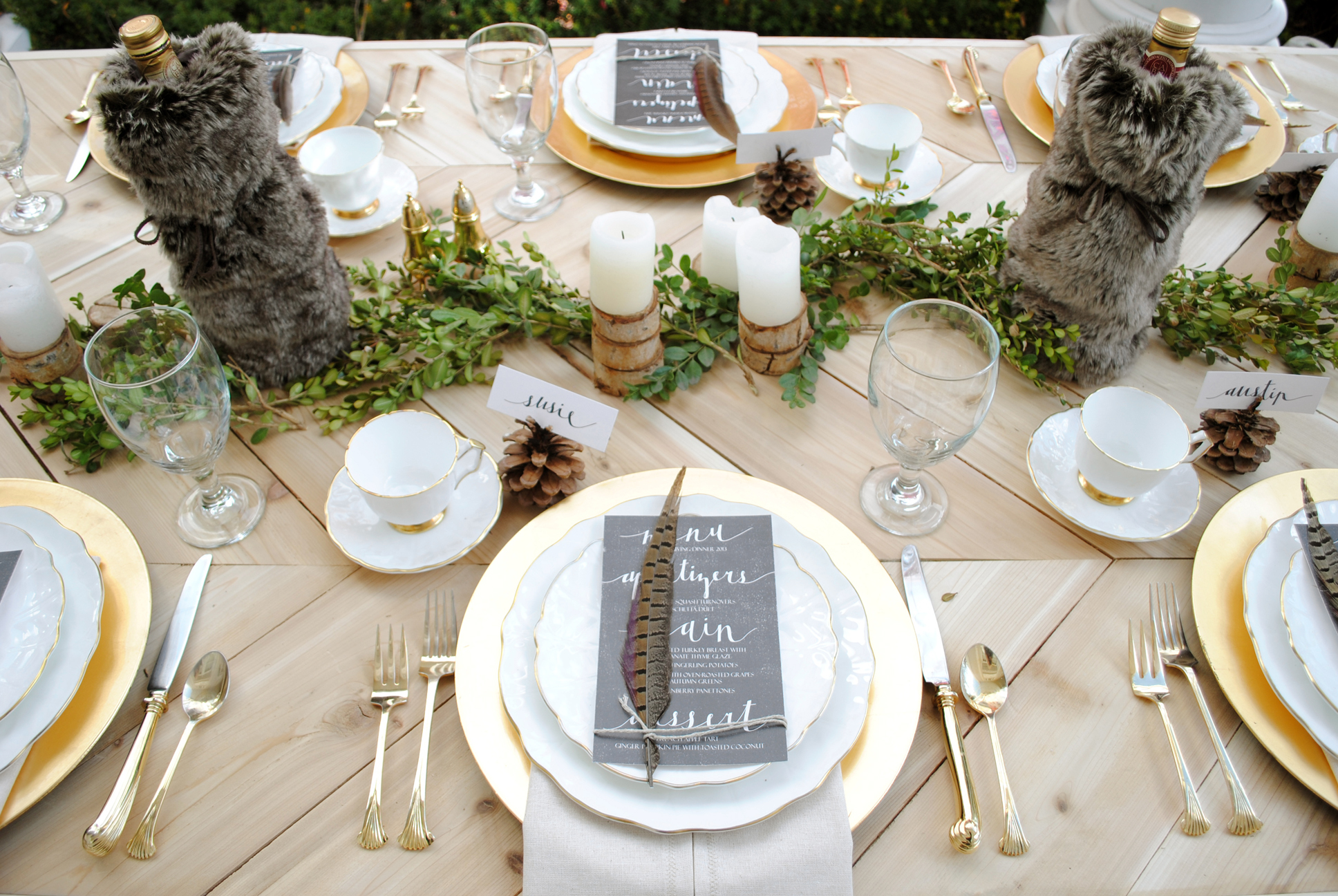 Looking for thanksgiving tablescape ideas? Here are 50 nature inspired Thanksgiving tablescapes filled with beautiful rustic elements. upcycledtreasures.com