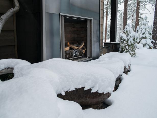 hgtv-dreamhome-2014-outdoor-fireplace
