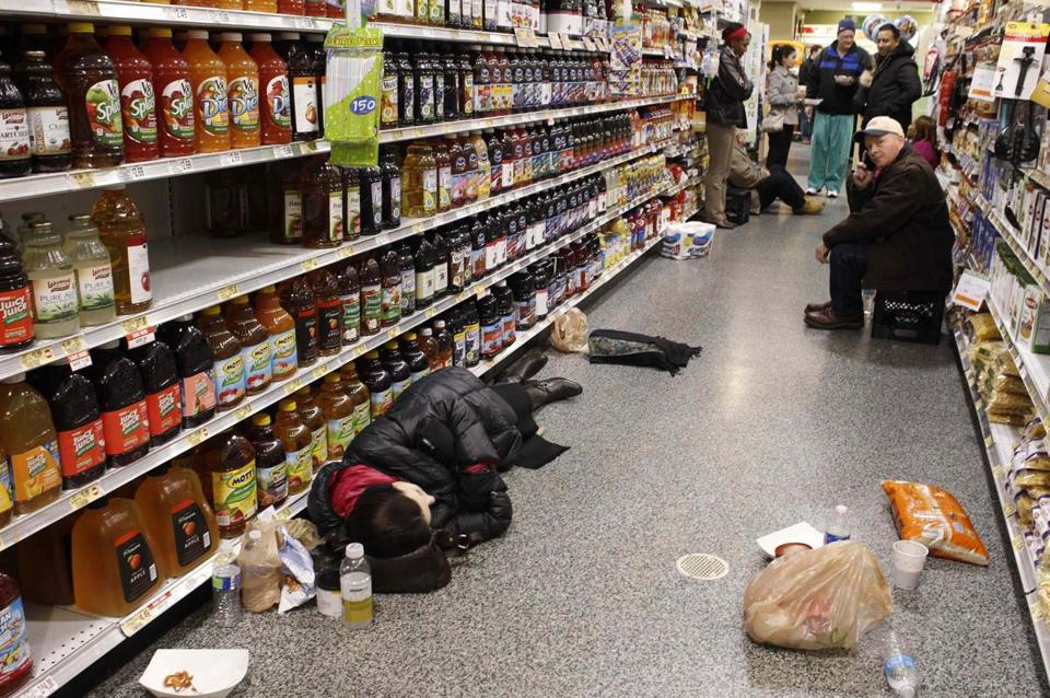 atlanta-snow-storm-2014-people-sleeping-in-aisles-of-grocery-store-tamichappell-reuters-snowmageddon-2014