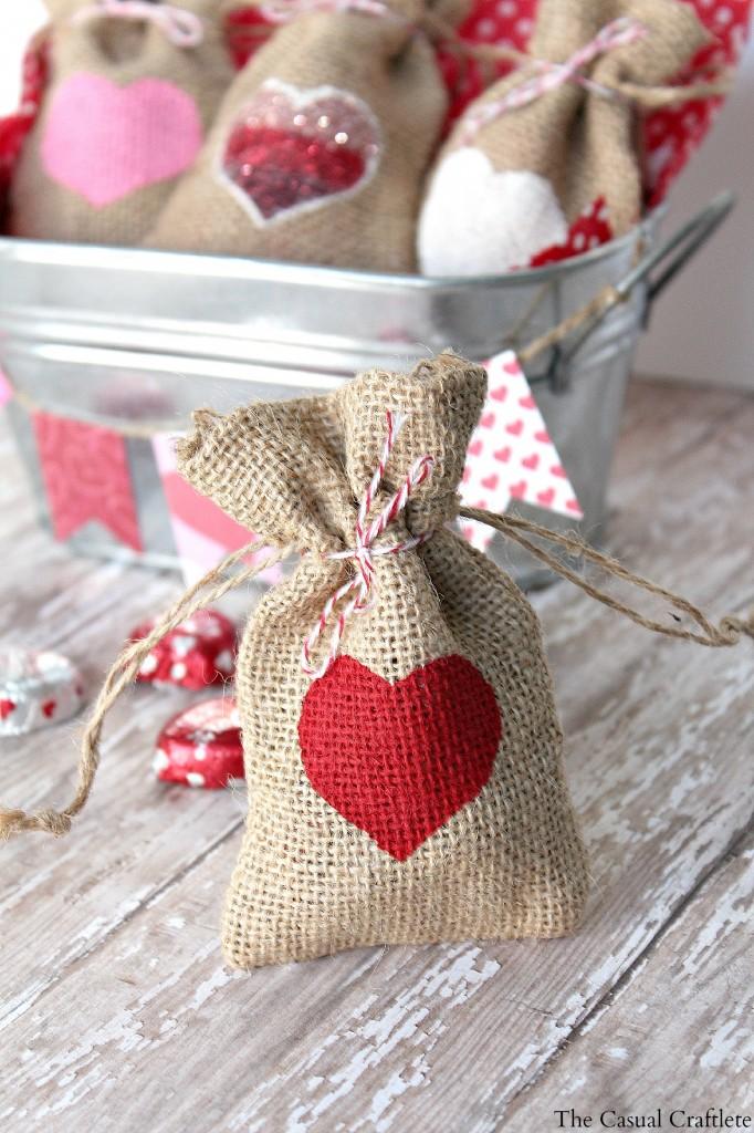 20 Last Minute Valentine Craft Ideas | DIY Valentine Burlap Gift Bags | The Casual Craftlete