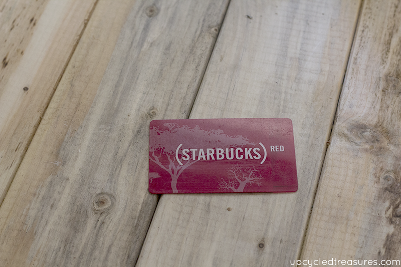 old-plastic-starbucks-card-for-diy-vase-makeover-upcycledtreasures