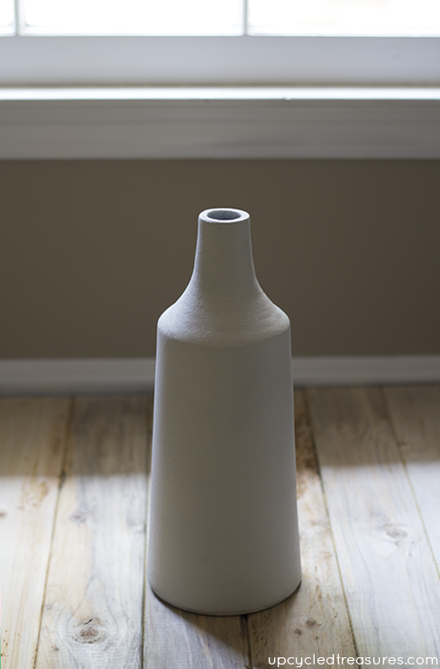 vase-painted-white-upcycledtreasures
