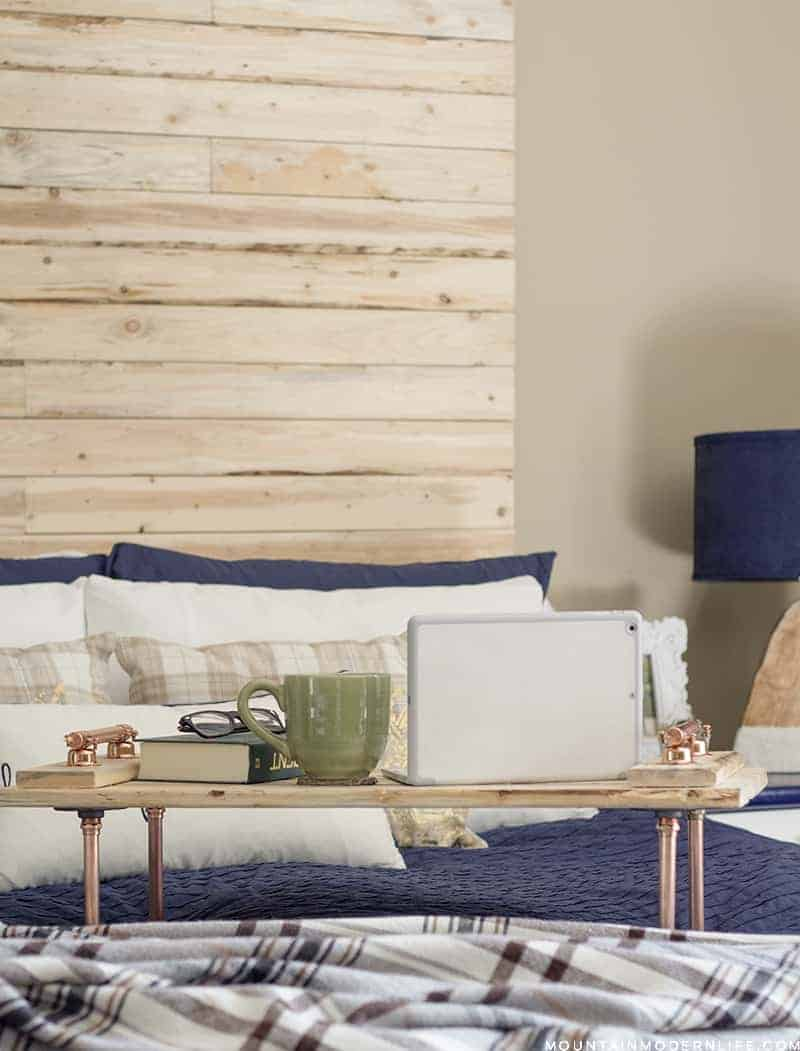 See how easy it is to create this rustic modern copper pipe tray, perfect for your laptop or breakfast in bed! MountainModernLife.com