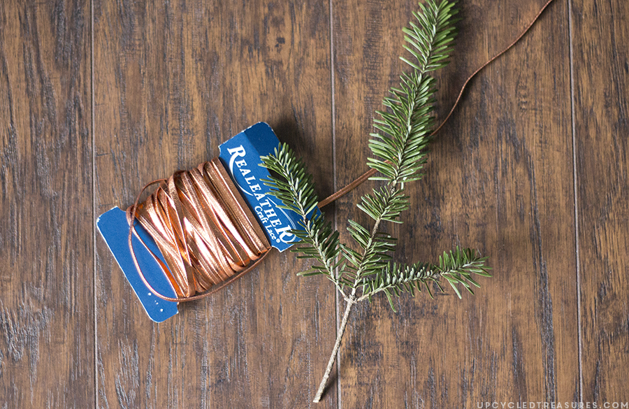 Looking to give an ornament for the Holidays? If so check out this DIY Ornament Gift Box for wood slice ornaments! mountainmodernlife.com