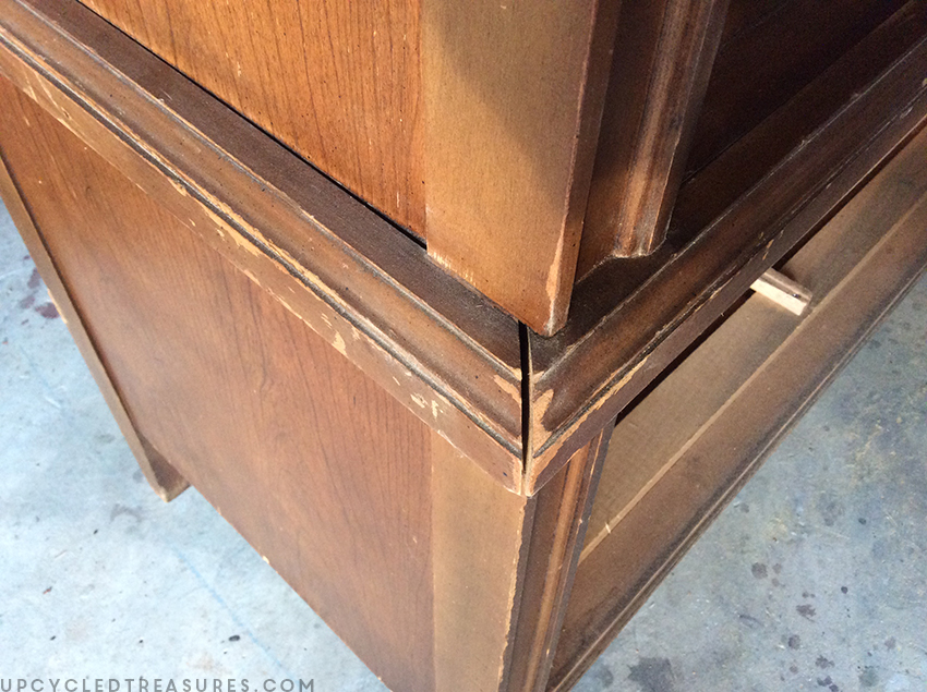 gap-in-corner-before-being-filled-with-wood-putty-upcycledtreasures