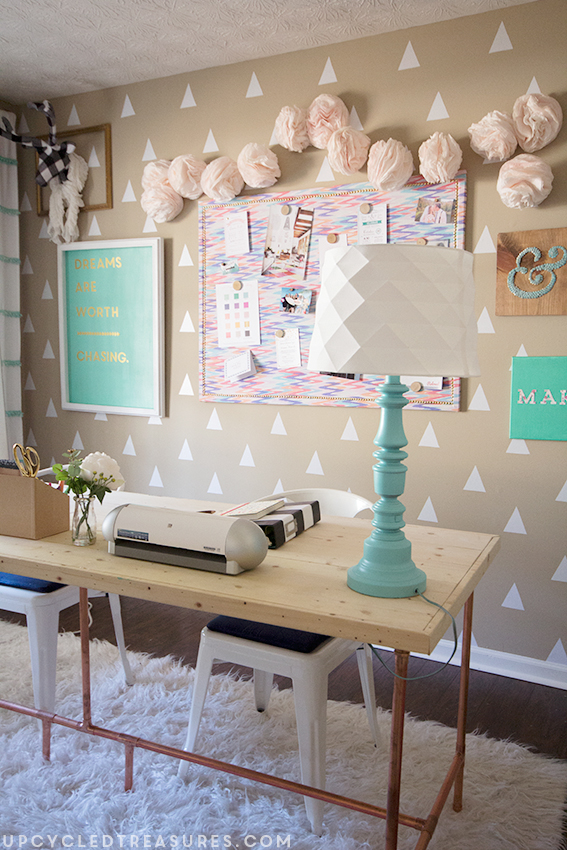 diy-blogger-craft-room-with-diy-marquee-sign-upcycledtreasures