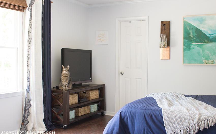 diy-modern-rustic-bedroom-upcycledtreasures