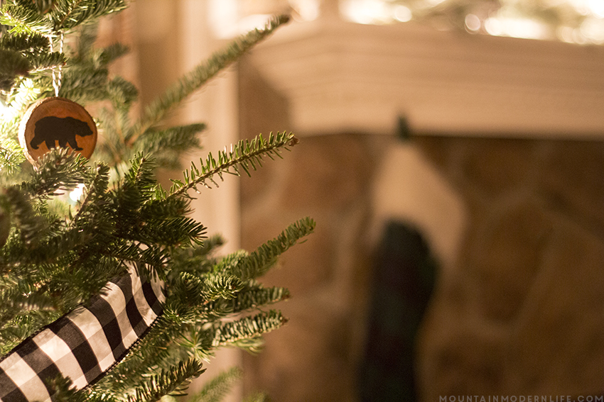 See how easy it is to create these rustic cabin Inspired Christmas ornaments from wood slices. Plus Download the FREE printable designs to use on your own holiday ornaments. mountainmodernlife.com