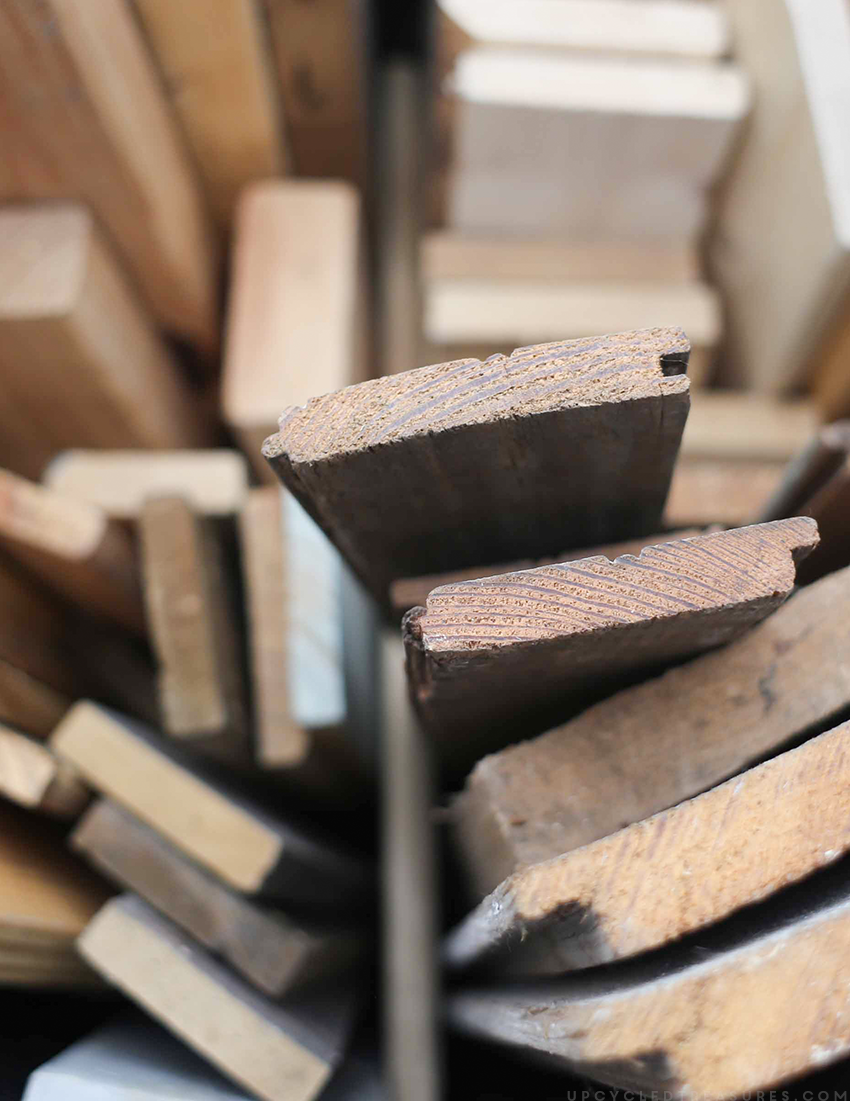 If your garage is cluttered with random pieces of wood, then you need to check out this simple solution on how to easily organize scrap wood!