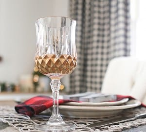 diy-gold-gilded-glasses-new-years-tablesetting-idea-mountainmodernlife.com-550x498