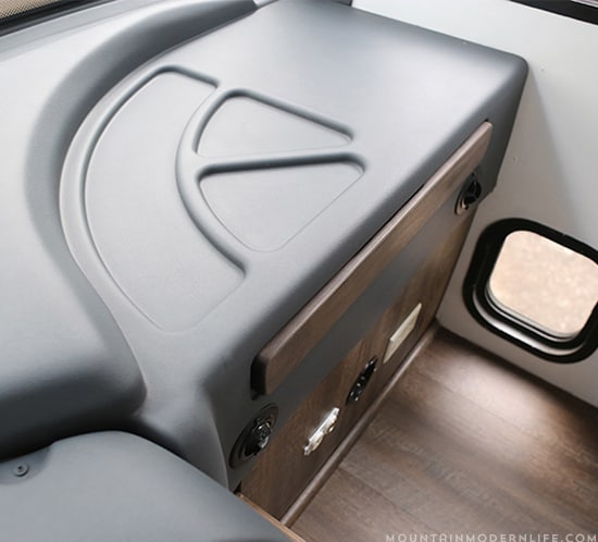 spray-painted-dashboard-in-rv-using-dupli-color-charcoal-gray-mountainmodernlife.com-550x498