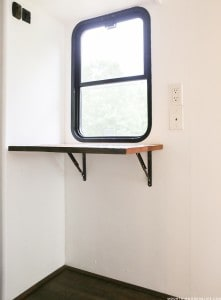 diy-rustic-reclaimed-wall-mounted-desk-mountainmodernlife.com