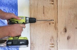 using-kreg-jig-to-attach-wood-together-for-diy-reclaimed-desk-mountainmodernlife.com