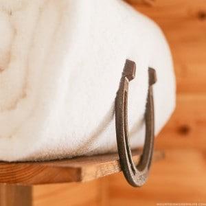 diy-horseshoe-towel-rack-mountainmodernlife-com