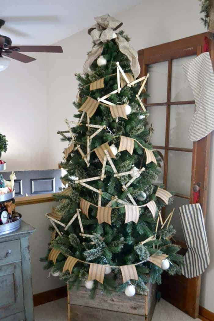 25 of the Most Inspiring Rustic Christmas Trees - Farmhouse Christmas Tree   My Creative Days