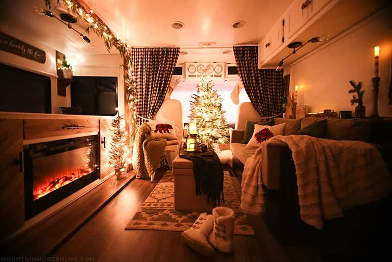 christmas-decoations-at-night-inside-rv-mountainmodernlife-com