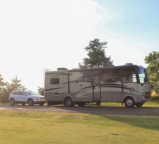 RV-with-car-behind-for-ftfw