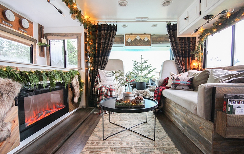 See how these tiny home dwellers decorated for the holidays in this cozy RV Christmas Tour #mycamperchristmas #RVtour