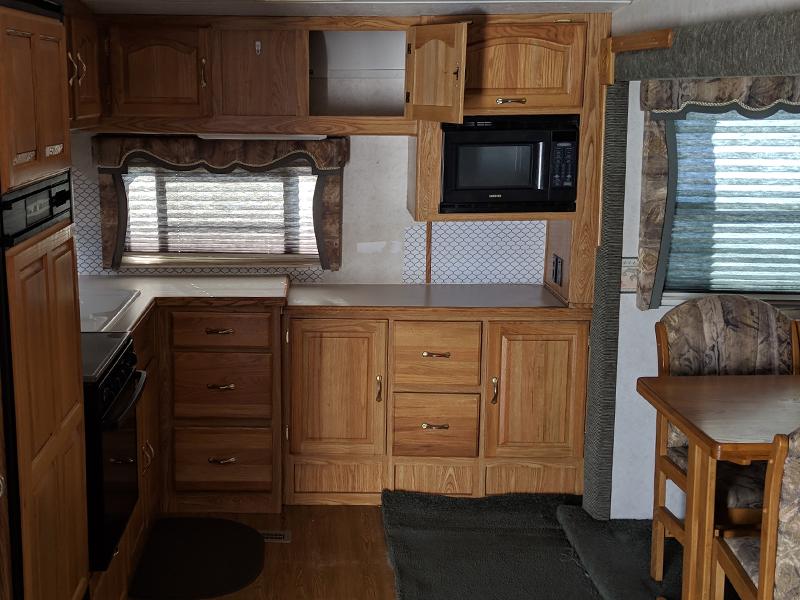 This family transformed their RV into a modern farmhouse! Featuring @WhiteHouseMuddyFeet on MountainModernLife.com