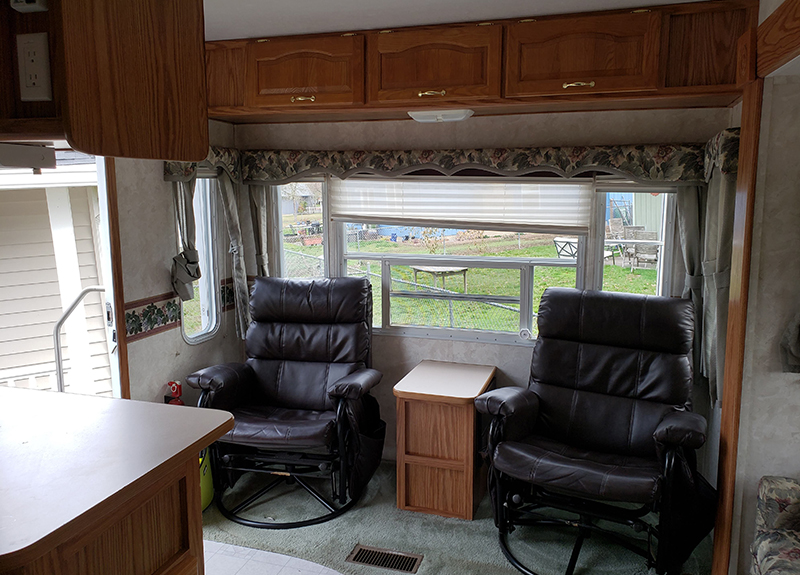 5th Wheel before renovation -turing @leeannieblivin on mountainmodernlife.com