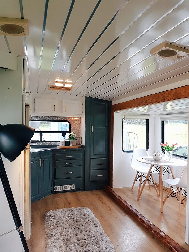 This couple travels around Ireland in their revamped caravan! Featuring @fifthwheel.fixerupper on MountainModernLife.com