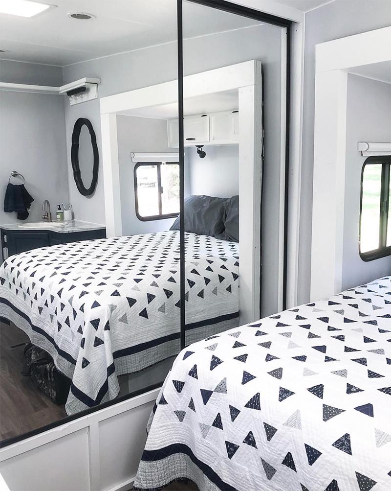 RV Bedroom Makeover from @fifthwheelfarmhouse