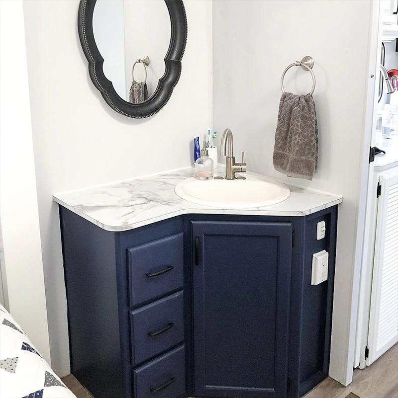 Fifth Wheel Bathroom Renovation from @fifthwheelfarmhouse