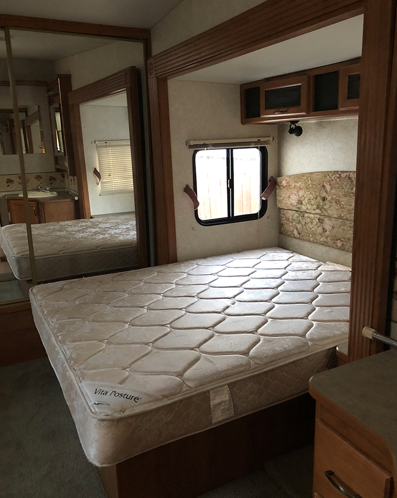 Outdated RV Bedroom before reno from from @fifthwheelfarmhouse