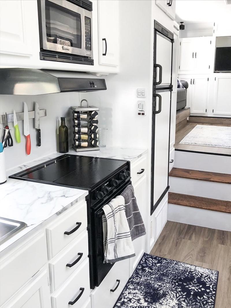 White RV Kitchen from @fifthwheelfarmhouse