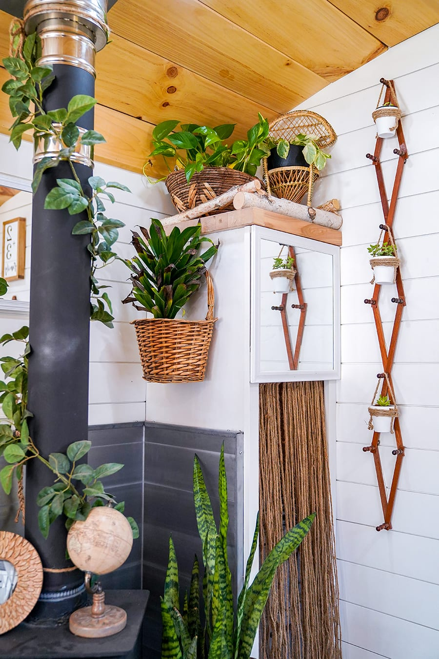 skoolie with casual boho style @happyhomebodies