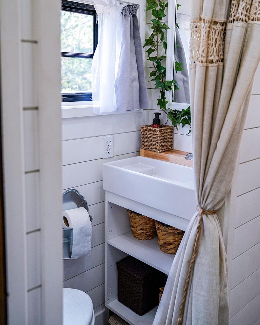 skoolie modern bathroom @happyhomebodies