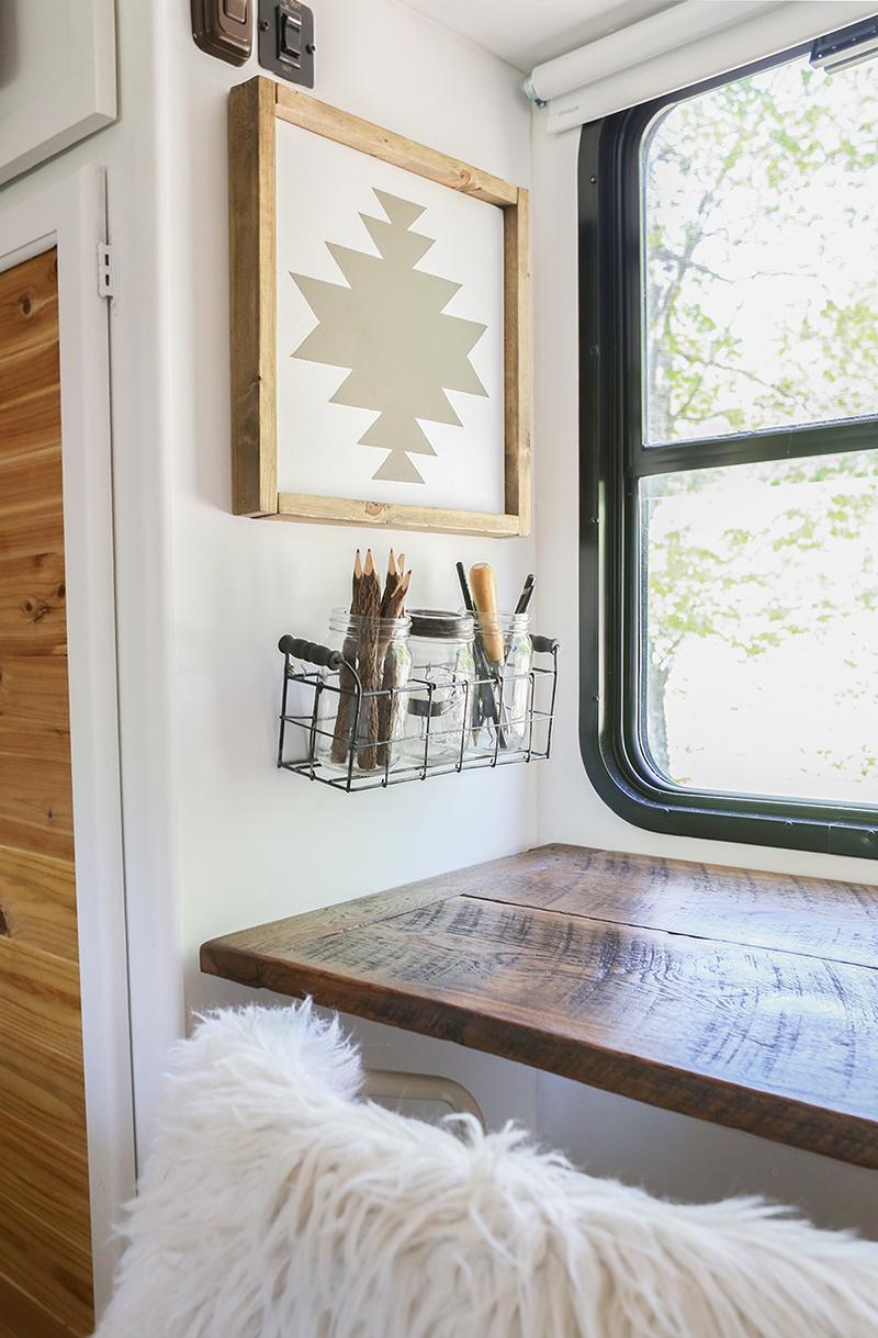 DIY Reclaimed Wall-Mounted Desk