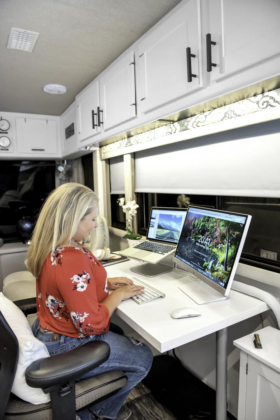 Contemporary RV workspace from RVlove.com