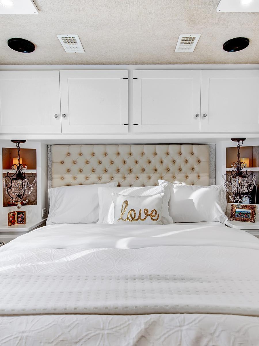 contemporary RV bedroom from RVlove