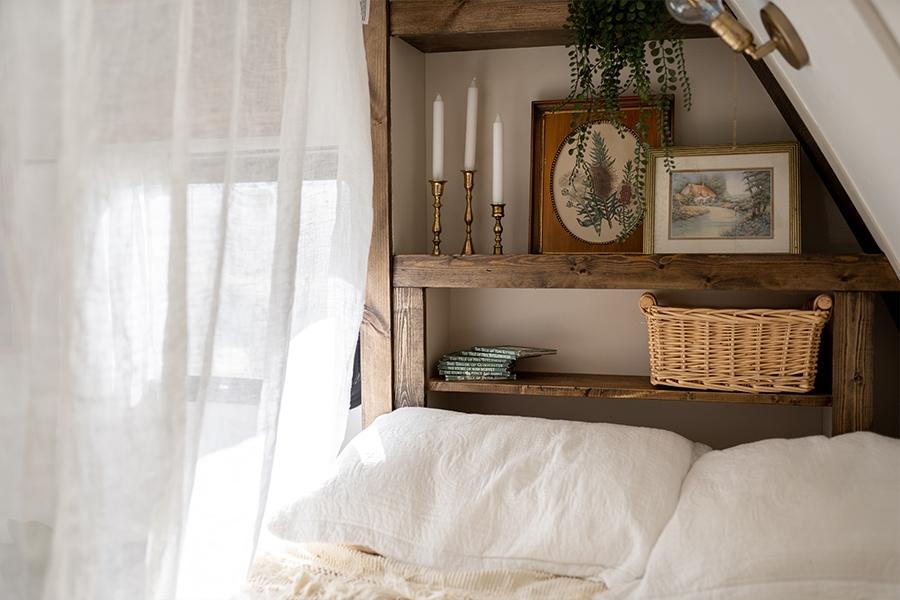 vintage-inspired camper bed nook