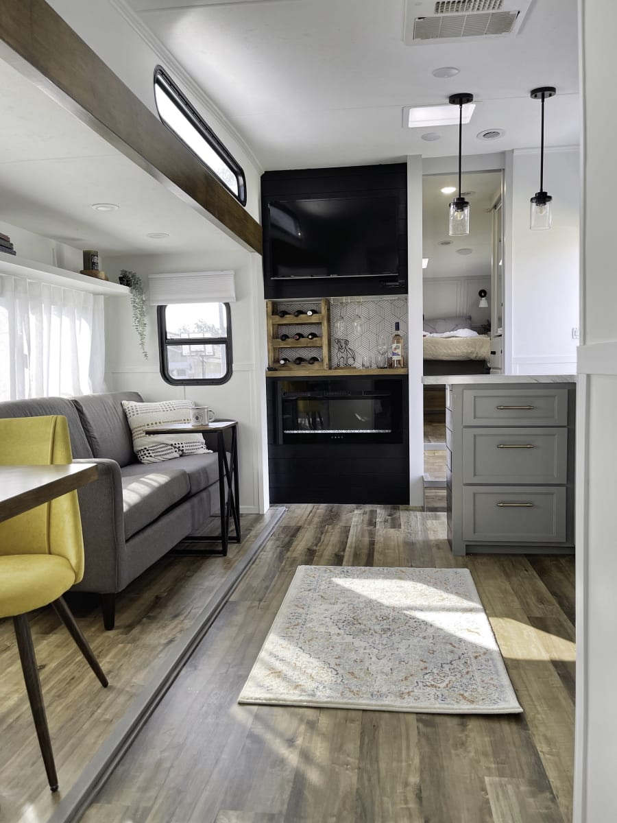 This renovated Thor Jazz 5th Wheel includes a wine bar