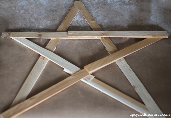 Want to bring your front door in on the Holiday spirit? Check out this detailed walk through on how to make a twig star wreath! UpcycledTreasures.com